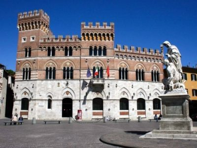 Palazzo Aldobrandeschi und Piazza Dante in Grosseto, Toskana